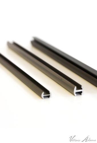 Perfil de alumínio na cor bronze